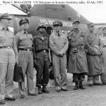休戦交渉国連軍代表団。1951年7月10日撮影。左から三人目が白善燁少将。