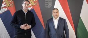 中国の欧州拠点ハンガリーとセルビア両国の首脳、ハンガリーのオルバン首相(右)、セルビアのヴチッチ大統領(左)(2020年3月22日、ブタペストで、オルバン首相公式サイドから)