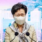 30日、香港の政府本部で記者会見する林鄭月娥行政長官(AFP時事)