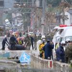 ゴムボートも使って行われた救助活動=5日午前、熊本県球磨村