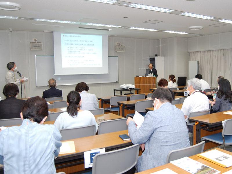 新しい道徳教育の授業現場の課題が討論される