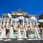 結婚式したい! 「フラッシュモブ」で抗議