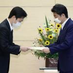 吉村洋文大阪府知事が安倍首相に要望書を提出