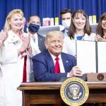トランプ氏、薬価抑制を促す大統領令に署名