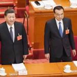 北京の人民大会堂で開かれた全国人民代表大会-情報流出の恐れ-中国に強硬(全人代)に出席する習近平国家主席(左)と李克強首相5月22日(AFP時事)