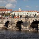 中世の風情を残すプラハ市の観光地、カレル橋(チェコ政府観光局公式サイトから)