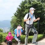 「天空の城」装具で楽々、登城道で体験会