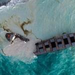 商船三井、座礁した貨物船の船体が二つに分断