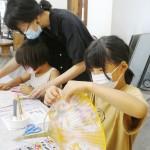 「和紙マルシェ」で和紙のうちわ作りに挑戦
