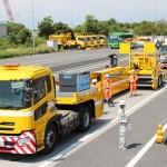 中日本高速道路、可変式の巨大防護車両を導入