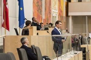 モリア難民問題で返答するクルツ首相