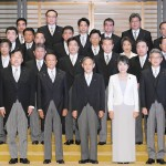 菅義偉首相と新閣僚ら、記念撮影に臨む