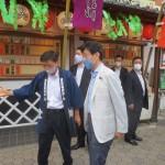 西村再生相、台東区の浅草演芸ホールなどを視察
