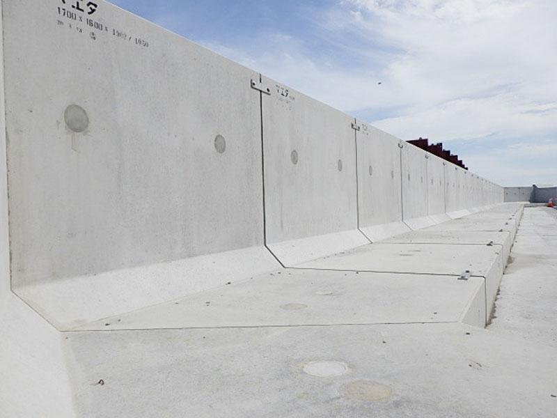 福島第1原発で海抜11メートルの防潮堤が完成