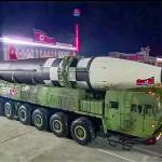 北朝鮮が平壌で行った軍事パレードで公開した、新型とみられる大陸間弾道ミサイル(ICBM)=朝鮮中央テレビが10日に放映した映像より(AFP時事)
