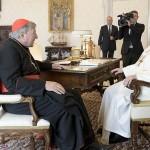 フランシスコ教皇を謁見するペル枢機卿(2020年10月12日、バチカンニュースから)