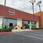 ネット通販最大手のアマゾンは22日、南カリフォルニアのアーバイン地区に「アマゾン・フレッシュ(Amazon Fresh)」2号店をオープンした。