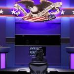22日、米南部テネシー州ナッシュビルで、大統領選討論会に臨む共和党候補トランプ大統領(左)と民主党候補バイデン前副大統領(右)(AFP時事)