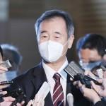菅義偉首相との会談後、記者団の取材に応じる日本学術会議の梶田隆章会長=16日午後、首相官邸