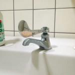 燕市教委、小中学校の水栓をレバー式に交換
