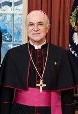 トランプ大統領を鼓舞する元駐米教皇大使ビガーノ大司教(ウィキぺディアから)