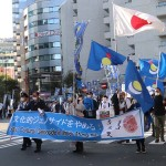 モンゴル語や文化の保護を訴えてデモ行進するモンゴル族ら=15日午後、東京都豊島区(辻本奈緒子撮影