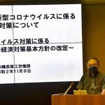 新型コロナウイルス感染拡大に伴う経済対策を発表する玉城デニー知事=9日、沖縄県庁