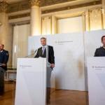「ウィ―ン銃撃テロ事件」について記者会見に臨むネハンマー内相(2020年11月3日、オーストリア内務省公式サイトから)
