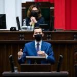 下院(セイム)で新型コロナ感染防止について語るモラヴィエツキ首相(ポーランド政府公式サイトから、2020年10月21日)