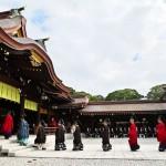 祭」を執り行うため入場する神官たち=1日午前、東京都渋谷区の明治神宮(森啓造撮影)