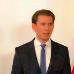 記者会見で追加措置を発表し「誰とも会わないで」と訴えるクルツ首相(2020年11月14日、オーストリア国営放送の中継放送から)