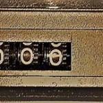 ステレオのボタン「リセット」と計器(2020年11月17日撮影)