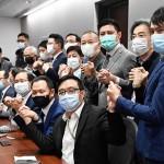 11日、香港で、記者会見する立法会(議会)の民主派議員たち(AFP時事)