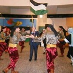 踊りだしたパレスチナの人々(2012年11月29日、ウィーン国連内にて撮影