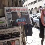 イスラエルの東エルサレムで8日、米大統領選での「バイデン勝利」を伝える新聞(UPI)