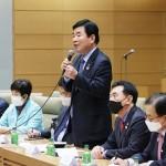 日韓議員連盟との意見交換会で発言する韓日議員連盟の金振杓会長(中央)=12日午後、衆院議員会