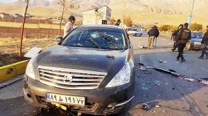 テヘラン郊外で、襲撃されたイランの核科学者ファクリザデ氏の車=27日、イラン国営テレビ提供(AFP時事)