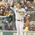 現役最後、阪神の藤川球児投手が九回に登板
