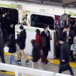駅間短い通勤電車、駅でのドア開閉で換気効果