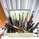 押収された武器類(2020年12月12日、オーストリア通信から、ゲオルグ・ホホムス記者撮影)