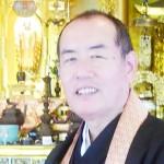 たまだ・のぶひろ 瑞田住職は大学卒業後、公立学校教師となり、その後、飲食店を経営する傍ら専門学校講師を務める。1998年、父親の死去に伴い称讃寺第16代住職を継職、2001年に本堂新築落慶法要を行った。FM高松のパーソナリティー、NHKカルチャーセンター講師、終活支援団体の一般社団法人「わ ライフネット」代表理事など務める。著書に『ただでは死ねん』(創芸社)、『浄土真宗の智慧』(アートヴィレッジ)がある。