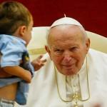 故ローマ教皇ヨハネ・パウロ2世=2003年9月、ローマ郊外の別荘カステル・ガンドルフォ(EPA=時事)