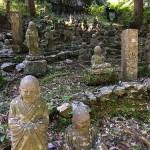 方広寺内に無数点在している羅漢像