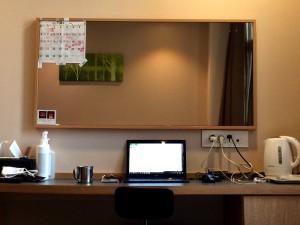 ホテルの部屋の仕事スペース