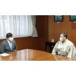 大相撲の翔猿関が斉藤江戸川区長を表敬訪問