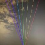 アジアでは初、冬の夜空を彩る虹の光
