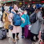 昨年1月21日、北京の鉄道駅で、春節を祝うために帰省する人々(AFP時事)