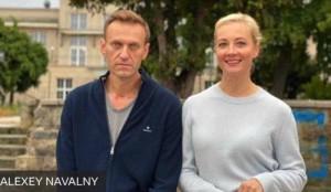 ナワリヌイ氏とユリア夫人(2020年10月6日、ベルリンで=ナワリヌイ公式サイトから)