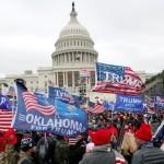 選挙不正に対する抗議のため米連邦議事堂前に集うトランプ大統領の支持者たち(山崎洋介撮影)