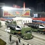 14日、北朝鮮・平壌で、軍事パレードに登場した新型潜水艦発射弾道ミサイル(SLBM)とみられる兵器。「北極星5」と記されている(朝鮮通信・時事)
